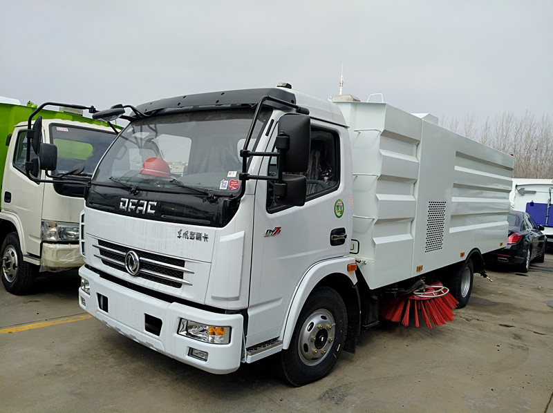 dongfeng 156hp diesel road sweeper truck