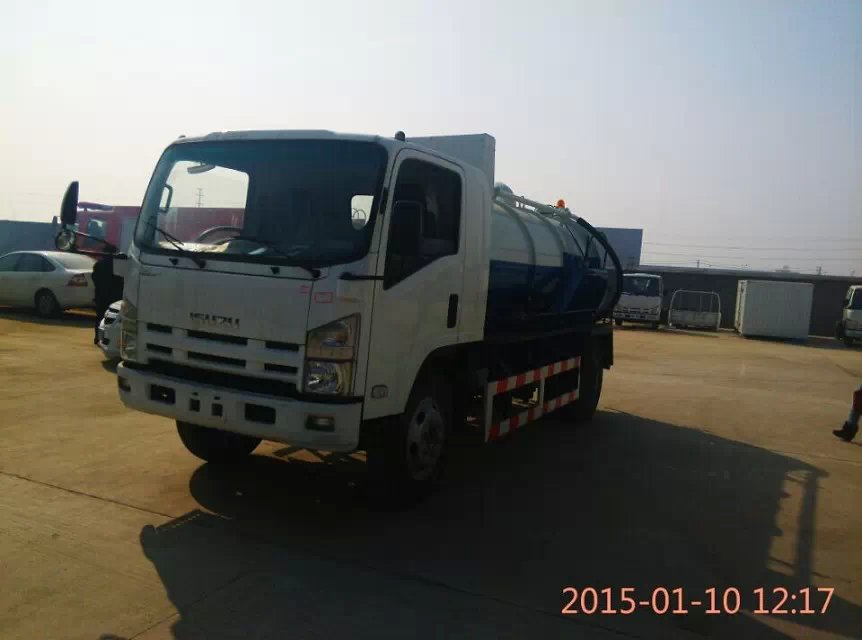 ISUZU Euro 4 septic truck for sales